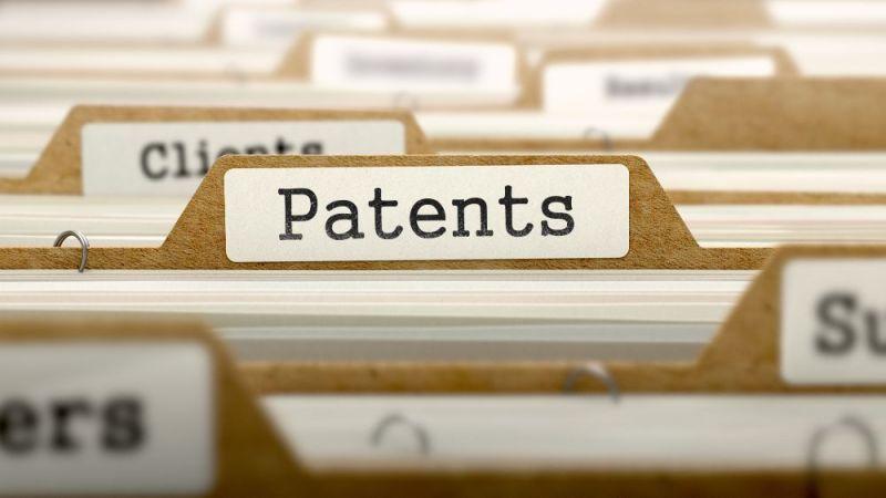 Schmuckbild mit Karteireitern. Auf einem befindet sich der Schriftzug Patente.