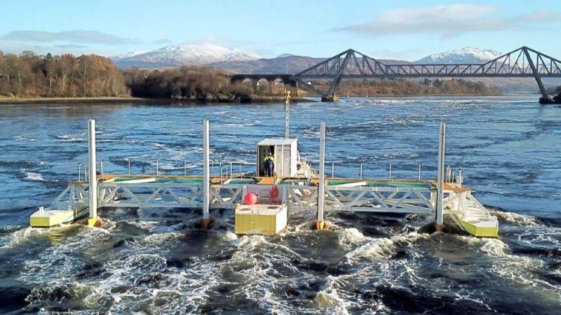 SIT Turbinen (Schottel Instream Turbine) auf einer schwimmenden Plattform im Betrieb in Schottland