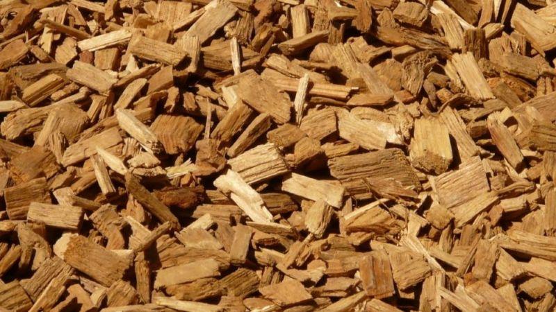 Das Foto zeigt Holzhackschnitzel.