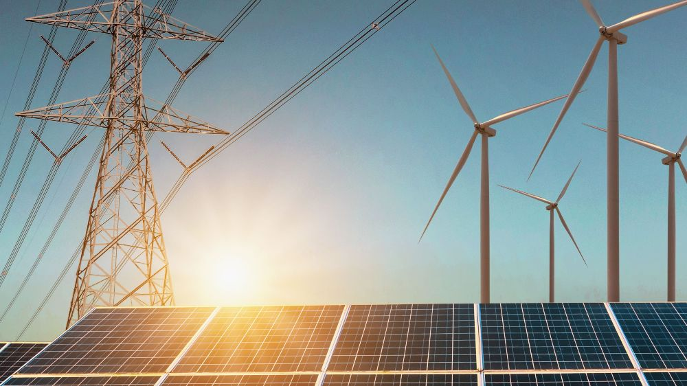 Das Foto zeigt eine Kollage mit Photovoltaikmodule, Windenergieanlagen und Strommasten mit Hochspannungsleitungen.