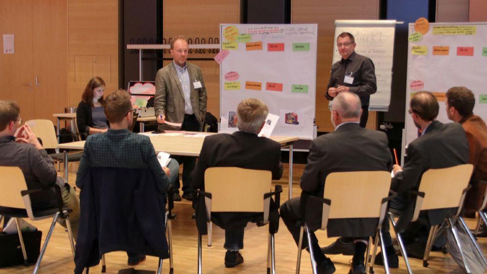 Experten diskutieren in der Arbeitsgruppe Wärmemarkt auf der 8. Statuskonferenz
