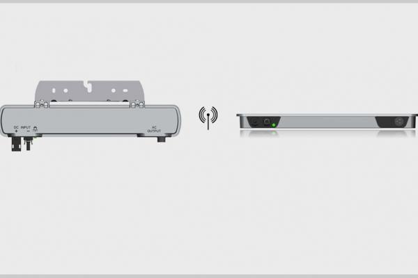Die Abbildung zeigt rahmenintegrierte Photovoltaik-Wechselrichter.