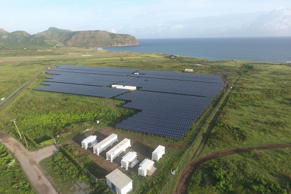 A PV-diesel hybrid system with battery storage system supplies the 4000 residents of the Caribbean island of St. Eustatius with energy.