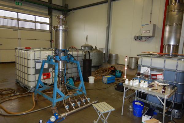 HydroGeoFilt-Versuchsstand und Filtersystem mit Ultraschallsonde, Geothermieanlage Insheim.